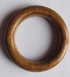Houten ring 55 mm gelakt
